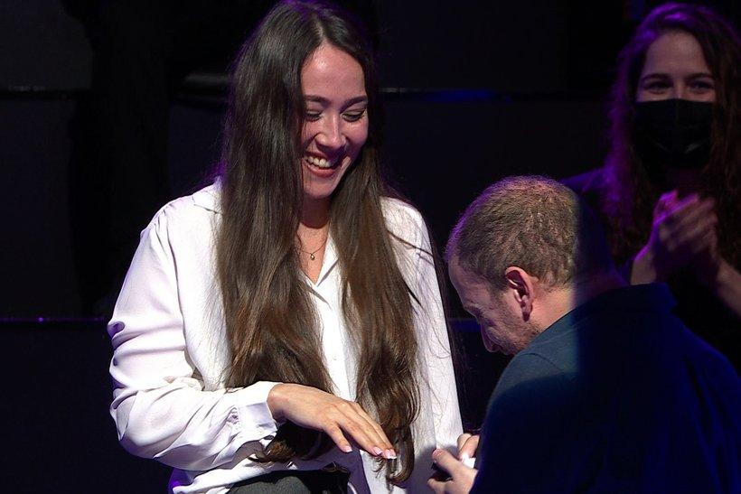 Kim Milyoner Olmak İster'de Michele Cedolin evlenme teklifi ile şaşırttı