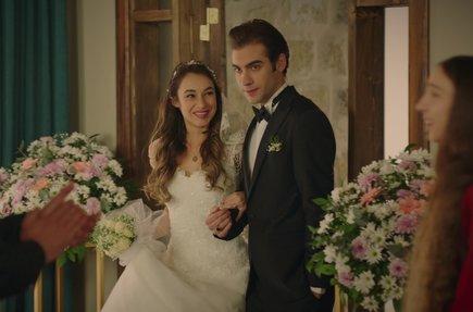 Zeyno,  Nisan ve Rüzgar'ın düğününe geldi!