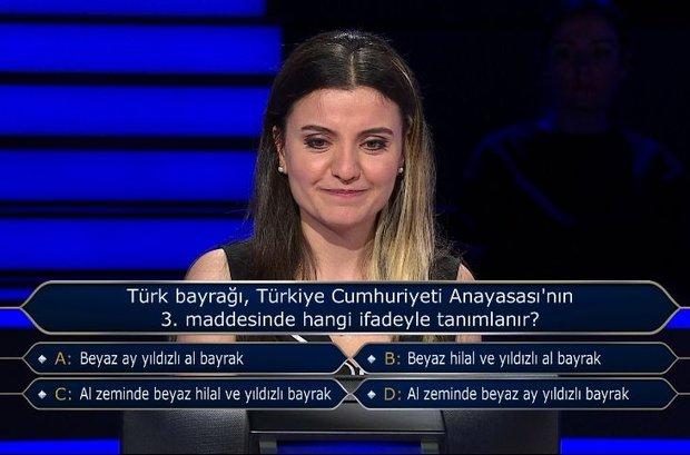 Türk bayrağı, Türkiye Cumhuriyet Anayasası'nın 3. maddesinde hangi ifadeyle tanımlanır?